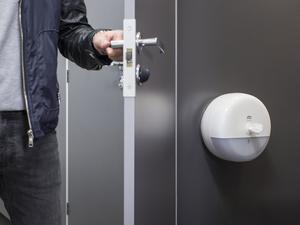 Новое поколение диспенсеров Tork SmartOne для туалетной бумаги  