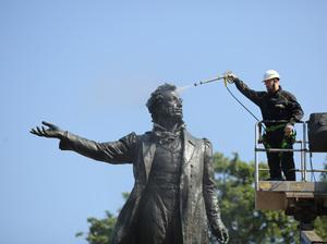 Karcher отмыл памятник Пушкину в Санкт-Петербурге