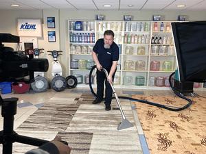 Профф Лайн и Тарас Дударь снимают обучающие фильмы по чистке ковровых покрытий |