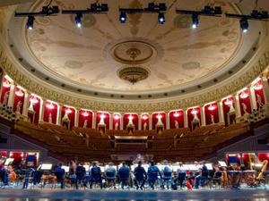 Новосибирский оперный театр заказал уборку за миллион рублей в месяц |