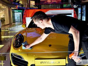 Абсолют Клининг Сервис следил за чистотой на выставке Porsche  