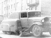 Опубликованы редкие фотографии необычных советских ретромобилей для уборки улиц |