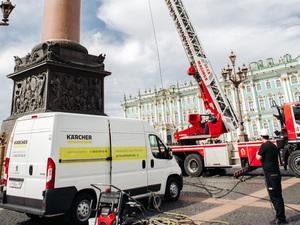В Санкт-Петербурге при поддержке компании Karcher провели очистку Александровской колонны |