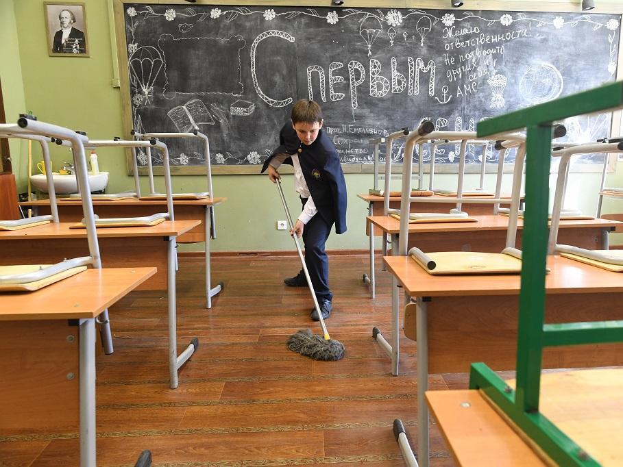 Школьные уборщицы жалуюся на клининговые компании |